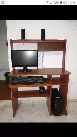 Computador con mesa
