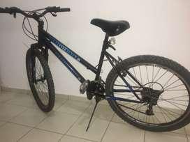 Bicicleta montañera aro 26 con horquillas de suspensión