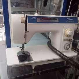 Técnico de máquinas de coser industrial y familiar
