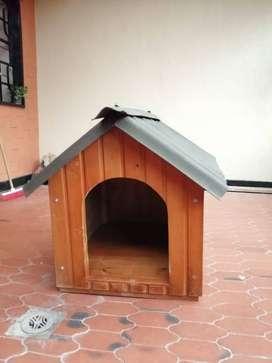 Casa para perro 79 alto x 63 ancho x 72 largo