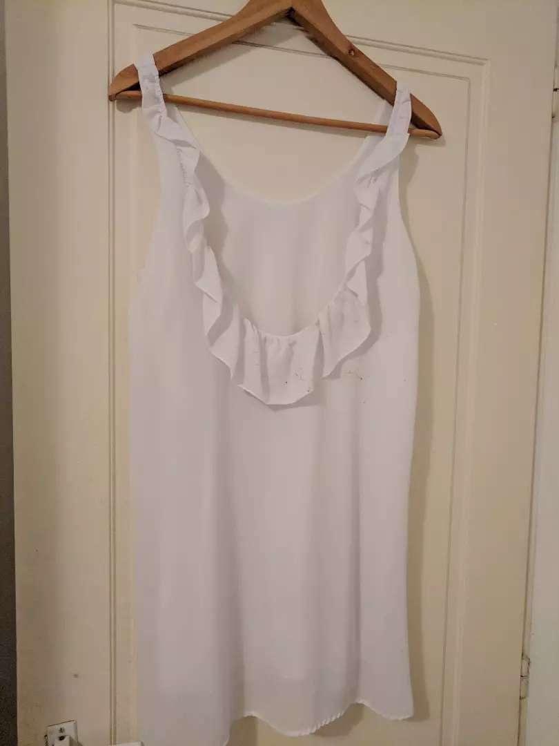 Vestido blanco con escote en espalda 0