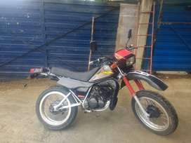 Vendo moto yamaha DT, modelo 95,papeles al día lista para traspaso.