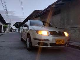 Vendo carro  o permuto Skoda fabia classi 2005 un carro no menos de 2005 papeles al día no debe  impuestos