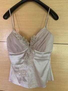 Blusa corta seda usada dama
