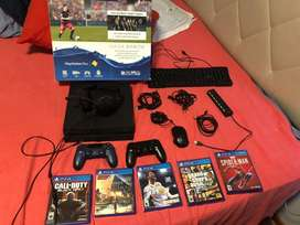 Combo ps4 500gb + 2 mandos + 5 juegos fisicos + mouse gamer MSI + audinos gamer hyper + cables + teclado cybertec