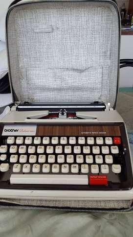 Para coleccionistas, vendo maquina de escribir Brother Deluxe.