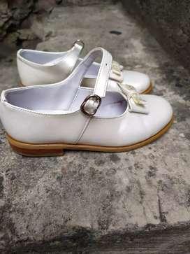 Vendo zapatos casuales de niña