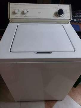 Vendo lavadora whirpool  32 lbs americana