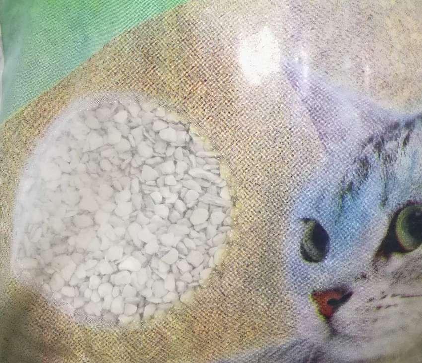 Arena gruesa tipo piedras para Gatos 0
