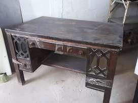 Vendo escritorio de madera y silla buen estado