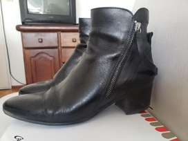 Vendo botas de cuero excelente estado marca Zara N37