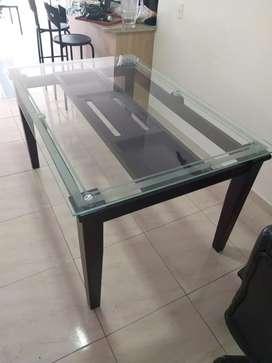 Hermosa mesa en muy buen estado