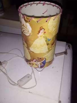 Velador de Princesa Bella, Muy Buenas Condiciones, Lampara BC de Regalo!!!