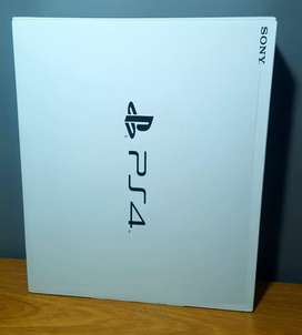PlayStation 4 slim con 1 joystick y 6 juegos