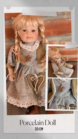 Muñeca de porcelana genuina