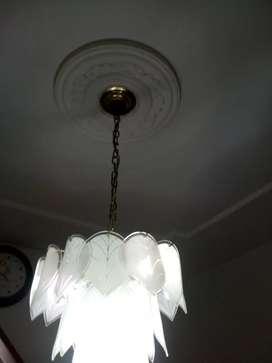 Vendo lámpara.  Para comedor o sala. Colgante. De techo.   Buen estado