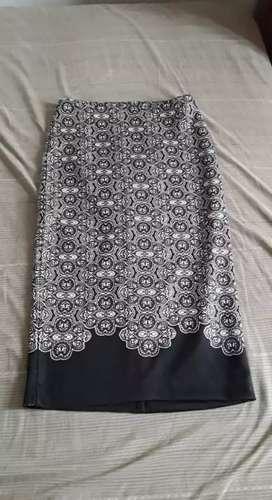Falda Tubo Nueva ,Talla S, (strech), color blanco y negro.