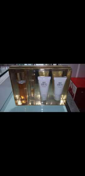 White diamonds en estuche cremas y perfume