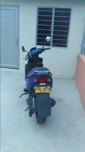Vendo moto yamaha en muy buen estado