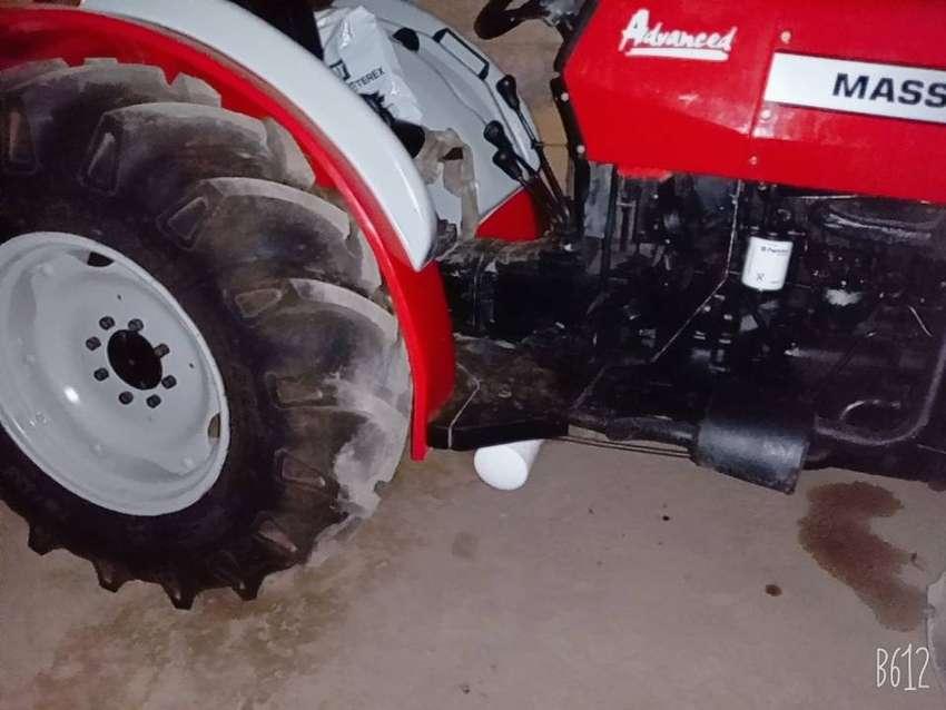 Vendo tractor del año 2012 motor perkin 0