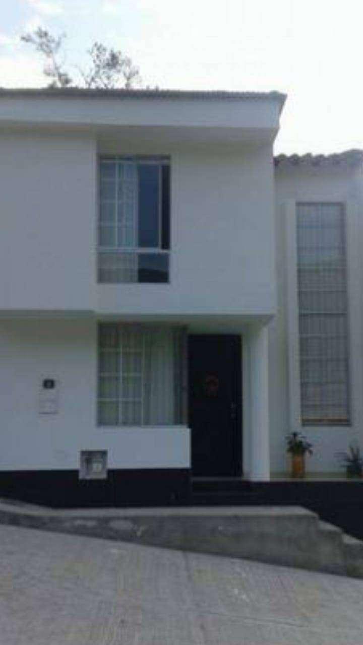 vendo casa en conjunto cerrado en San Gil 0