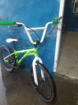 Vendo bici de piruetas rodado 20 con freno trasero