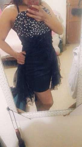 Hermoso vestido azul con brillantes