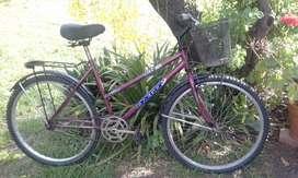 bicicleta de dama con canasto muy poco uso
