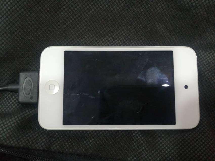 Vendo iPod touch 8gb 4 generacion 0