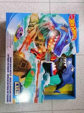 Pista Hot wheels batalla en playa tiburón