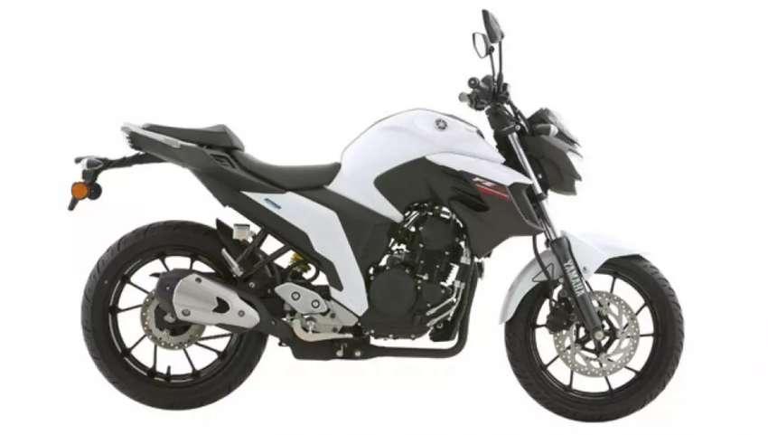 Moto Yamaha FZ 250 0