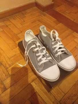 Zapatillas unisex gris 39 nuevas sin uso