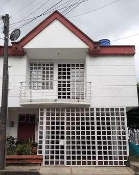 Hermosa casa con excelente ubicación en ROSABLANCA ORIENTAL