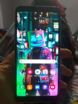 Samsung galaxy j8 prime 4 GB de ram y 32 de almacenamiento