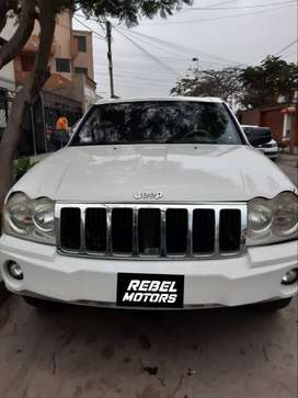 555. JEEP GRAND CHEROKEE LAREDO