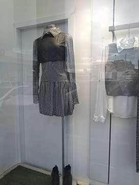 Chica para atender local de ropa