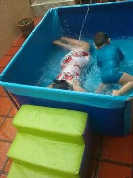 piscina de agua o pelotas