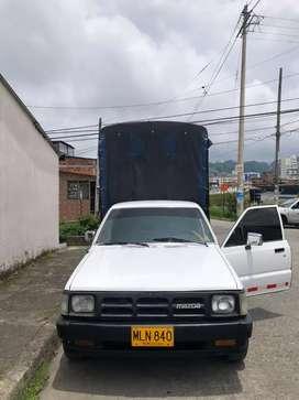 Se vende o se cambia camioneta Mazda B2200 en buen estado