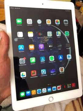 Ipad 9.7 6ta gen. 32 Gb + keyboard logitech . Mini computadora apple