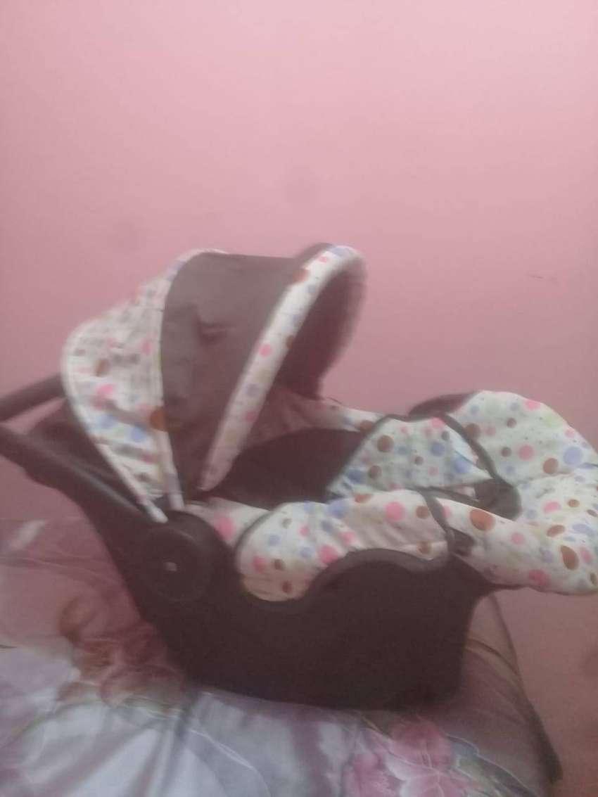 Asiento de bebé para auto 0