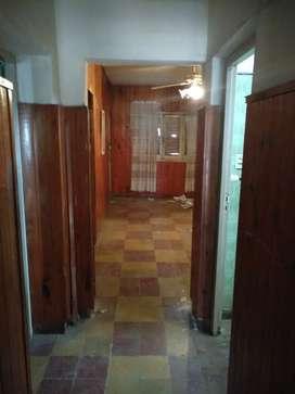 Se vende casa dentro de las 4v por  calle tomas jofre