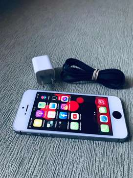 iPhone SE 32GB Libre para cualquier compañia y de iCloud impecable Solo efectivo