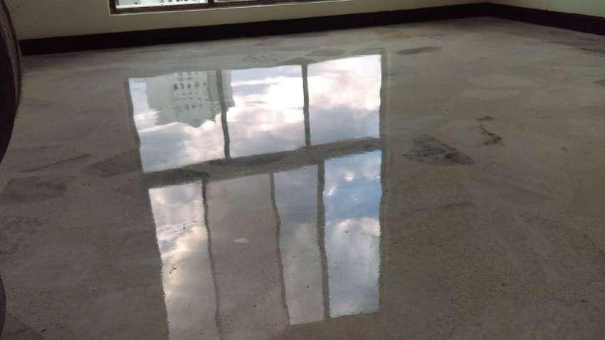 Lavado, pulido y brillado de pisos. 0