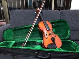 Violin en perfecto estado. Sin rayones y con las cuerdas oroginales.