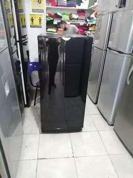 Nevera convencional apartamentera haceb, color negra, incluye el transporte a Medellín