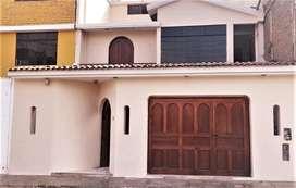 En venta casa de 3 pisos. 160m2 terreno 266m2 construidos
