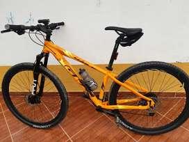 Bicicleta hawk rin 29 poco uso