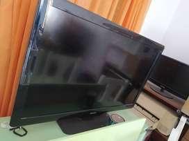 """TV Philips 42"""" - PARA REPUESTO (Enciende, Display roto)"""