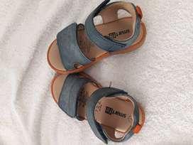 Sandalias  importadas talla23 unisex