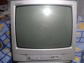Televisor LG 21 pulgadas sin control, en buen estado.